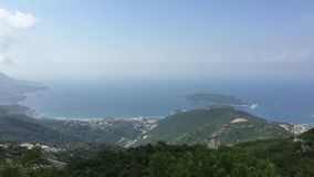 Opinião agradável da montanha e do mar Kotor montenegro filme