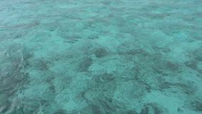 Opinião azul do mar no dia ensolarado vídeos de arquivo