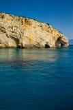 Opinião azul famosa das cavernas na ilha de Zakynthos, Grécia Foto de Stock