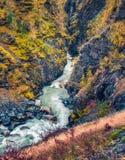 Opinião bonita da manhã da garganta do rio de Mulkhra imagem de stock royalty free