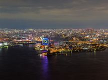 Opinião bonita da noite da arquitetura da cidade de Osaka Osaka Bay em Japão vista da torre do cosmo fotos de stock royalty free