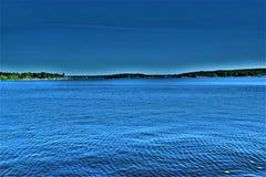 Opinião bonita da noite no lago Fotos de Stock Royalty Free