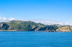 Opinião bonita da paisagem da balsa de Strait do cozinheiro do Interisander imagens de stock royalty free