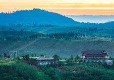 Opinião bonita da paisagem da montanha da manhã em Khao Kho, Tailândia Imagens de Stock