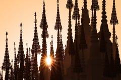 Opinião bonita da paisagem Silhueta do templo foto de stock
