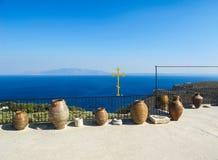 Opinião bonita do mar do monastério de Saint Savvas na ilha grega de Kalymnos fotos de stock