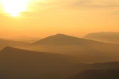 Opinião bonita do nascer do sol na paisagem das montanhas Imagem de Stock