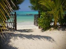 Opinião branca da praia Imagem de Stock Royalty Free