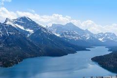 Opinião cênico da montagem Vimy e do lago Waterton foto de stock royalty free