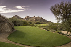 Opinião cênico da montanha do deserto da paisagem do campo de golfe Imagens de Stock