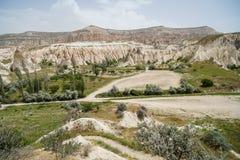Opinião cênico da paisagem do panorama do vermelho e do vale cor-de-rosa que mostram a montanha de pedra áspera original e a plan Foto de Stock