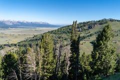 Opinião cênico do cume da montanha em um dia ensolarado claro em Frank Church Wilderness das montanhas do Sawtooth em Idaho imagem de stock royalty free