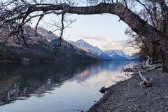Opinião cênico do lago Waterton imagem de stock