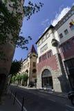 Opinião central da rua de Targu Mures, Romênia Fotografia de Stock