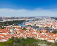 Opinião Charles Bridge sobre o rio de Vltava, Praga Imagem de Stock Royalty Free