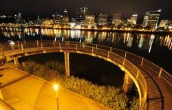 Opinião circular da passagem e da cidade no nighttime Fotografia de Stock