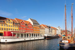 Opinião clássica da manhã de Nyhavn em Copenhaga Fotos de Stock
