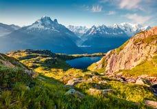 Opinião colorida do verão do lago Blanc da laca com Mont Blanc Mont imagem de stock royalty free