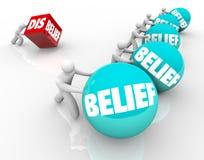 A opinião contra o dubitativo da descrença perde aos povos com sucesso C da fé ilustração royalty free