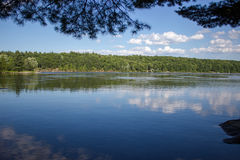 Opinião da água do espelho da paisagem Fotografia de Stock