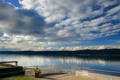 Opinião da água e do céu Fotografia de Stock