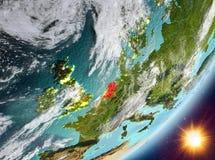 Opinião da órbita de Países Baixos durante o nascer do sol ilustração stock
