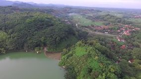 Opinião da antena/zangão da represa cacaban na cidade Indonésia do slawi filme