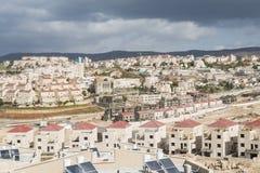 Opinião da arquitetura da cidade ao desenvolvimento da cidade de Beit Shemesh, distrito A de Ramat Alef, Israel Imagem de Stock Royalty Free