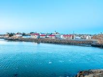 Opinião da arquitetura da cidade de Borganes, Islândia imagens de stock
