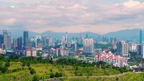 Opinião da arquitetura da cidade do panorama no meio do centro da cidade de Kuala Lumpur, tempo do dia, Malásia video estoque