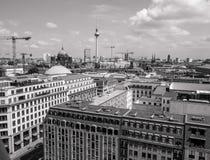Opinião da arquitetura da cidade de Berlim Alemanha de cima de preto e branco Imagens de Stock Royalty Free