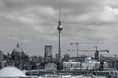 Opinião da arquitetura da cidade de Berlim Alemanha de cima de preto e branco Fotografia de Stock Royalty Free