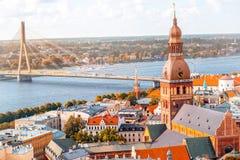 Opinião da arquitetura da cidade de Riga foto de stock