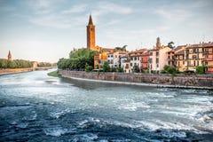 Opinião da arquitetura da cidade de Verona imagens de stock royalty free