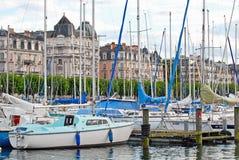 Opinião da arquitetura da cidade do lago Genebra, Suíça fotografia de stock royalty free