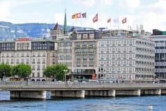 Opinião da arquitetura da cidade do lago Genebra, Suíça foto de stock