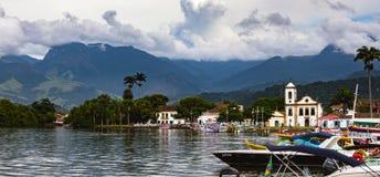 opinião da baía da cidade histórica Paraty fotografia de stock royalty free