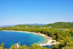 Opinião da baía da praia de Koukounaries em Skiathos Imagem de Stock Royalty Free