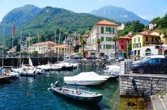 Opinião da beira do lago da vila de Como do lago fotografia de stock