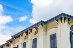 Opinião da casa e do céu Fotografia de Stock