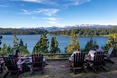 Opinião da cervejaria e do Moreno Lake do Patagonia em Circuito Chico - Bariloche, Patagonia, Argentina Imagem de Stock Royalty Free
