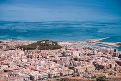 Opinião da cidade da montanha de Montgo em Denia, Espanha Imagens de Stock