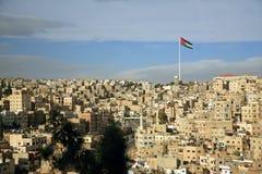 Opinião da cidade de Amman com uma bandeira imagem de stock royalty free