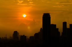 Opinião da cidade de Banguecoque na silhueta imagens de stock