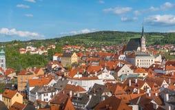 Opinião da cidade de Cesky Krumlov no dia ensolarado Fotografia de Stock