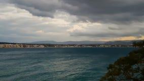 Opinião da cidade de Loutraki em Grécia Um destino famoso a viajar vídeos de arquivo