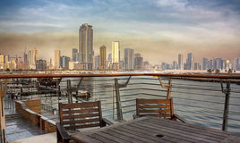 Opinião da cidade de Sharjah de Corniche fotografia de stock