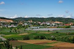 Opinião da cidade de um monte Tomado no Lat da Dinamarca, Vietname Imagem de Stock