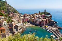 Opinião da cidade de Vernazza em Cinque Terre Fotografia de Stock