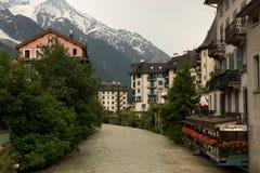 A opinião da cidade em Chamonix Imagens de Stock